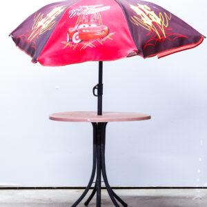 Sæt med bord og parasol – Lynet mcQueen