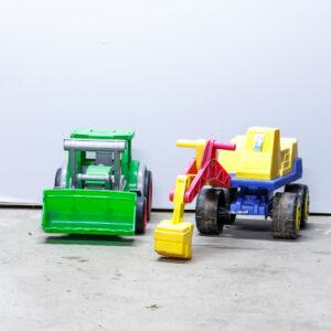 Hjullaster og gravemaskine i kraftig plast